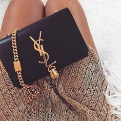 Do you love stylish and elegant handbags?de – The No. 1 online shop for women's accessories! We have inexpensive and elegant accessories. Luxury Bags, Luxury Handbags, Purses And Handbags, Designer Handbags, Luxury Purses, Handbags Online, Hand Bags Designer, Black Designer Bags, Ysl Handbags