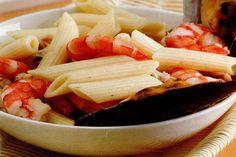Receta de Macarrones marineros en http://www.recetasbuenas.com/macarrones-marineros/ Aprende a preparar unos deliciosos macarrones marineros de forma rápida y sencilla. Una receta de pasta con marisco tradicional de la cocina mediterránea.  #recetas #Mariscos #macarrones