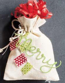 These muslin bags are perfect for small gifts (candies, cookies... ). They are in the new Stampin' Up! Holiday catalog!  http://straightfs.typepad.com/my-blog/2013/08/stampin-up-holiday-catalog-is-here.html