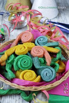 Ma Carnevale quando arriva? Io ho già pronte le Stelle Filanti di pasta frolla ^_^ #dolcissimastefy http://blog.giallozafferano.it/dolcissimastefy/stelle-filanti-di-pasta-frolla/