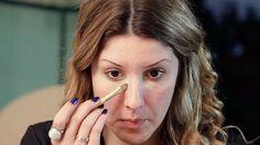Como esconder Olheiras com Maquiagem: A especialista Ariadne Cretella da algumas dicas de como esconder olheiras utilizando a maquiagem.