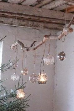 driftwood with hanging lanterns Lille Lykke: december 2008 (Diy House Tree) Lighted Branches, Tree Branches, Tree Branch Crafts, Tree Branch Decor, Branch Art, Deco Nature, Ideias Diy, Christmas Crafts, Christmas Bulbs