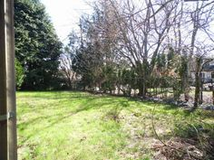 Spacious back lawn. #FrontDoorRealty #FrontDoorNW #HomesForSale #PDX #Portland #PortlandOR #PortlandHomesForSale #OregonHomesForSale #OneLevelHomes #RealEstate #PortlandORRealEstate #RealEstateForSale #Auction #AuctionProperty #AuctionHomesForSale