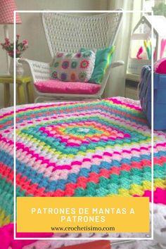 80 Patrones para hacer zapatitos, botines y zapatillas de bebés en crochet (free patterns crochet sandals babies) Crochet Triangle Scarf, Crochet Mandala Pattern, Crochet Square Patterns, Crochet Blanket Patterns, Crochet Baby Sandals, Kimono Pattern, Manta Crochet, Crochet Doll Clothes, Crochet Videos
