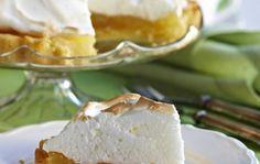 Sitruuna-marenkitorttu on raikas ja herkullinen leivonnainen, joka sopii myös pääsiäisen juhla-aterian jälkiruoaksi. Valmista sitruuna-marenkitorttu näin: Sekoita pohjataikinaan pehmeä rasva ja kaikki kuivat aineet keskenään. Lisää keltuainen sekä vesi ja sekoita kaikki aineet tasaiseksi taikinaksi. Painele taikina piiras- tai irtoreunavuoan pohjaan ja reunoille. Pane joksikin aikaa jääkaappiin kovettumaan. Taita folio kaksin- tai kolminkertaiseksi suikaleeksi ja tue …