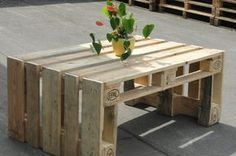 Table made of pallets  #pallets #table