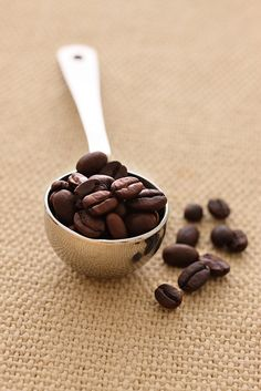 Teaspoon of coffee beans by Daniel Hurst Photography, via Flickr