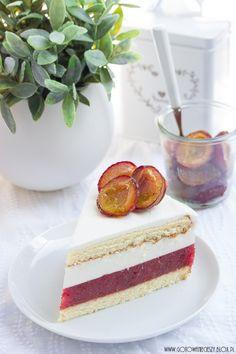 Właśnie teraz, w drugiej połowie września, kiedy śliwki są najsłodsze, oprócz powideł polecam Wam też przygotowanie śliwkowego torcika. Jesienny - chociaż wyjątkowo lekki, z owocowym musem, bitą śmietaną Polish Recipes, Polish Food, Cheesecakes, Vanilla Cake, Tea Party, Cupcake Cakes, Biscuits, Birthday Cake, Sweets