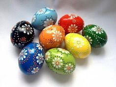 Set of 8 Hand Decorated Colours Painted Chicken Easter Egg, Traditional Slavic Wax Pinhead Chicken Egg, Kraslice, Pysanka – etsy Egg Crafts, Easter Crafts, Easter Paintings, Polish Easter, Easter Egg Designs, Diy Ostern, Egg Art, Chicken Eggs, Egg Decorating
