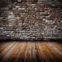 Grunge oude interieur met bakstenen muur en houten vloer Stockfoto