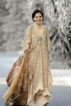 Ideas Dress Yellow Brokat For 2019 Kebaya Lace, Kebaya Dress, Batik Kebaya, Batik Dress, Lace Dress, Muslim Fashion, Ethnic Fashion, Asian Fashion, Hijab Fashion