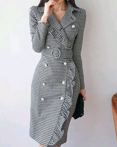 Read more The post Lapel Black Midi Dress Sheath Daytime Buttoned Gingham Dress appeared first on How To Be Trendy. Modest Dresses, Trendy Dresses, Elegant Dresses, Trendy Outfits, Nice Dresses, Casual Dresses, Formal Dresses, Work Outfits, Hijab Casual