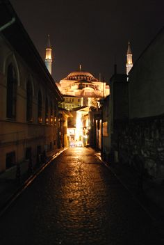 Back alley (Istanbul)