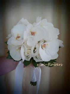 ορχιδέες φαλαινοψις....με λυσίανθους και τριανταφυλλα