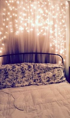 Schlafzimmer DIY: Wie man eine Boho Fairy Light Wall macht Bedroom DIY: How to Make a Boho Fairy Lig Trendy Bedroom, Girls Bedroom, Master Bedroom, Dream Bedroom, Bedroom Small, Girl Room, Ideas Hogar, Bedroom Images, Home Decor Bedroom