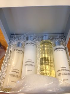 Beautiful Pevonia Gift Set with the fabulous Spa at Home Collection!