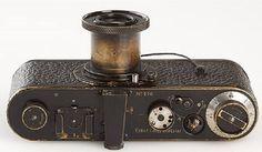 Alla sua uscita la Ur-Leica venne definita come: «Un giocattolo da borsetta per signora».