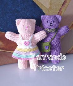 Tentando Tricotar Crochet Doll Clothes, Knitted Dolls, Crochet Toys, Knit Crochet, Baby Knitting Patterns, Peacock Crochet, Teddy Bear Clothes, Worry Dolls, Whimsical Art