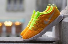 NIKE WMNS FLYKNIT TRAINER VOLT ORANGE 638426 700