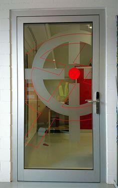 Grafische Gestaltung der Glastüren, Saltech AG