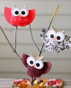 A very cute DIY woodland themed centerpiece idea. A grouping of owl made from cupcake liners and toilet paper rolls. They would be fun to make with the kids.