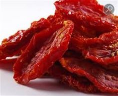 These italian Sun dried tomatoes make any recipe tasty. Exceptional price on italian Sun dried tomatoes and Top Italian Herbs & Spices. Sundried Tomato Dip, Sun Dried Tomato Hummus, Tomato Salad, Dried Tomatoes, Roasted Tomatoes, Cocina Natural, Tomato Cream Sauces, Dehydrated Food, Snacks