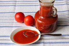 Na přípravu budete potřebovat:   2 kg rajčat  25 dkg neloupaných jablek  25 dkg cibule  1 lžíci soli  125 ml octa  1 lžíce  sladké paprik...
