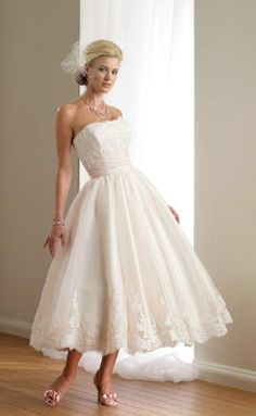 not what I would wear for my wedding but a sweet, pretty dress nonetheless