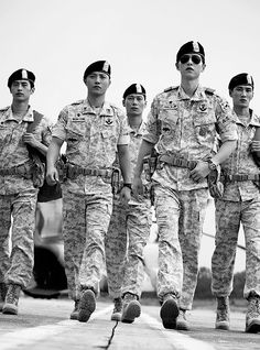 Descendants of the Sun, the Korean drama. Song Joong Ki as Yoo Shi Jin Song Hye Kyo as Kang Mo Yeon Jin Goo as Seo Dae Young Kim Ji Won as Yoon Myeong Joo My Gifs Song Joong, Song Hye Kyo, Asian Actors, Korean Actors, Korean Dramas, Descendants, Soon Joong Ki, Decendants Of The Sun, Sun Song