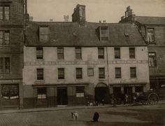The original Black Bull Inn, Grassmarket Edinburgh 1890 Edinburgh Sights, Old Town Edinburgh, Visit Edinburgh, Edinburgh Scotland, Most Beautiful Cities, City Photography, Vintage Photographs, Old Photos, Old Things