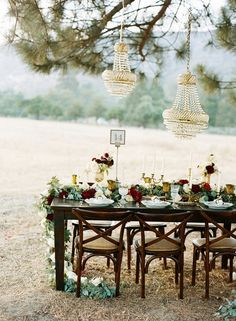 17 Chic Winter Wedding Tablescapes You'll Melt Over via Brit + Co