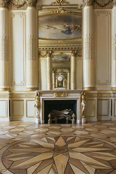 Maison Chaumet - Le grand salon, décoré par l'architecte Bélanger pour le ministre de la Marine du roi Louis XVI en 1777. Frédéric Chopin y vécut les derniers mois de sa vie et y composa sa dernière mazurka en 1849.