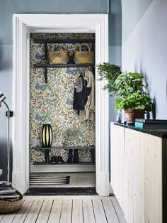 55 Stylish Interior Modern Style Ideas To Update Your Room - Luxury Interior Design Scandinavian Interior Design, Luxury Interior Design, Interior Design Living Room, Modern Interior, Interior And Exterior, Stylish Interior, Scandinavian Wallpaper, Closet Wallpaper, Painted Closet
