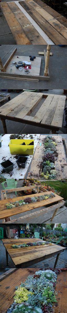 Mesa con pequeño jardín hecha con un palé