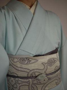 万筋の江戸小紋に金糸の混じった博多織りの名古屋帯