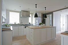 """""""Newly built support"""" of a detached house proposed with an emphasis on storage planning.  In the kitchen which the owner particularly sticks, arrange a lot of cabinets and consider the environment where storage is easy."""