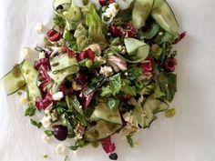 Βρείτε ι τις πιο δροσερές συνταγές για σαλάτες στο giorgostsoulis.com!  Ένα υγιεινό και χαμηλό σε θερμίδες γεύμα μπορεί  ταυτόχρονα να είναι και νόστιμο!