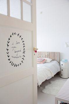 Фотография: Детская в стиле Скандинавский, Декор интерьера, Интерьер комнат, двери в интерьере, двери детской комнаты, советы родителям – фото на InMyRoom.ru