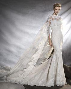 PRONOVIAS | Sweetheart Neckline Mermaid Wedding Dress with Cape