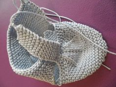 Knitted Baby Shoes - Capital Of Fasion Baby Knitting Patterns, Baby Booties Knitting Pattern, Knitted Baby Cardigan, Knit Baby Booties, Knitted Baby Clothes, Baby Hats Knitting, Crochet Baby Shoes, Knitting Socks, Hand Knitting