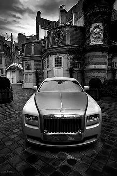 👑👑👑 Rolls-Royce Phantom // 🇬🇧🇬🇧 🔩Engine: 6750 cc / 🐎Power: 563 hp / 5000 rpm 📈Torque: 900 Nm / 1700 rpm 🎟Valve: 48 🔢Gearbox: auto ZF sec 🎚Top Speed: 250 km ⚓️Weight: 2560 kg 🔥The Combination: lit / 💯 km Bugatti, Maserati, Ferrari, Porsche, Audi, Supercars, Voiture Rolls Royce, Rolls Royce Wallpaper, Rolls Royce Motor Cars