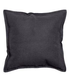 Check this out! PREMIUM QUALITY. Een kussenhoes van geweven linnen met een blinde ritssluiting. – Ga naar hm.com om meer te bekijken.