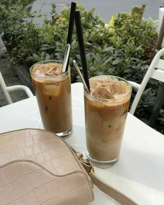 Coffee Break, Iced Coffee, Coffee Date, Coffee Drinks, Coffee Shop, Cute Food, Good Food, Yummy Food, Aesthetic Coffee