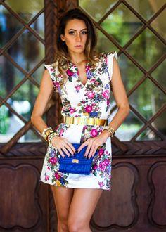Look com vestido curto floral
