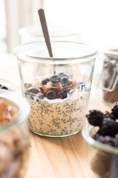 Take four simple ingredients, throw them together in a jar in the refrigerator, and you have vegan overnight oats. Evening Snacks, Afternoon Snacks, Vegan Overnight Oats, Freeze Dried Raspberries, Peanut Butter Granola, Best Oatmeal, Gluten Free Oats, Oats Recipes