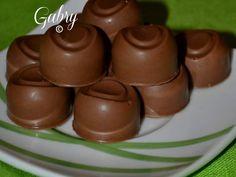 Ogni fine settimana mi diverto a preparare dolci per mia famiglia. Adoro viziarli e coccolarli ! E cosi ho deciso di fare per la prima volta i cioccolatini fatti in casa !! Avevo acquistato giorni prima due stampi in silicone di forme diverse e mi son...