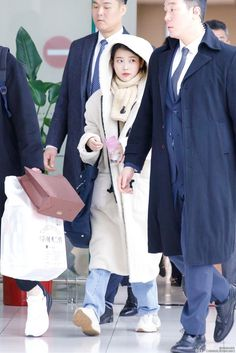 Kpop Outfits, Date Outfits, Iu Short Hair, Iu Fashion, Airport Fashion, Korean Celebrities, Airport Style, Kpop Girls, Everyday Fashion