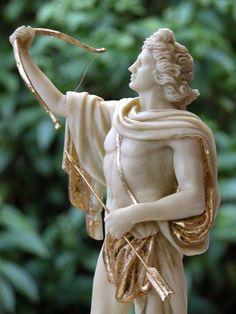 Dios Apolo con arco (29x15x10cm)