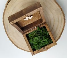 Małe, drewniane pudełko na obrączki z mchem w stylu rustykalnym Handmade, Hand Made, Handarbeit