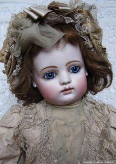 Иногда куклы приезжают под заказ и остаются. С этой антикварной куклой я не смогла расстаться. Никак. Это ранняя, крупная Готие